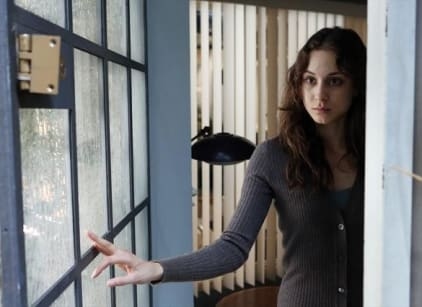 Watch Pretty Little Liars Season 3 Episode 23 Online