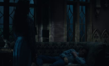 Looking Over - The Haunting of Hill House Season 1 Episode 9