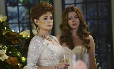 Mother and Daughter - Revenge Season 4 Episode 14