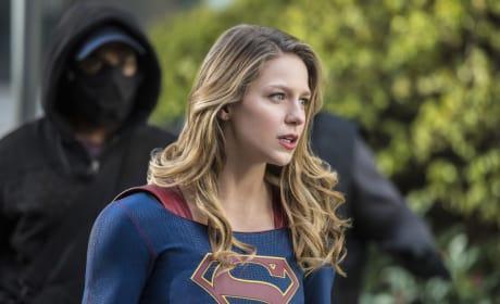 Masked Danger - Supergirl Season 2 Episode 13