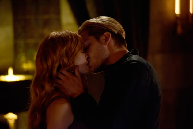 Clace Kiss - Shadowhunters Season 3 Episode 4