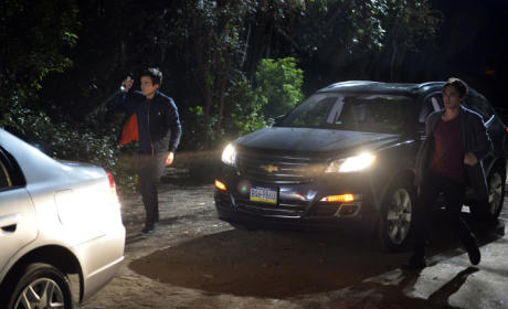 Flashlights On - Pretty Little Liars Season 5 Episode 24
