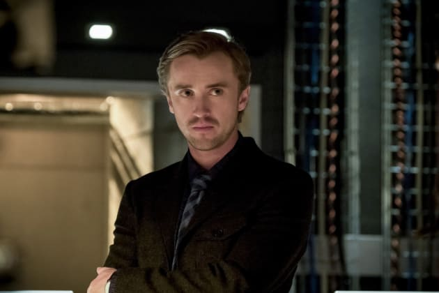 Unease - The Flash Season 3 Episode 23