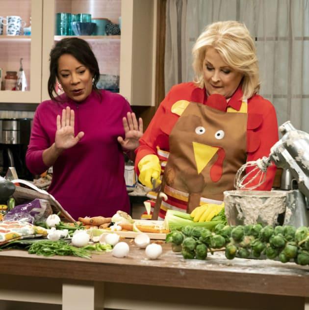 Murphy Brown Season 11 Episode 9 Review: Thanksgiving and Taking