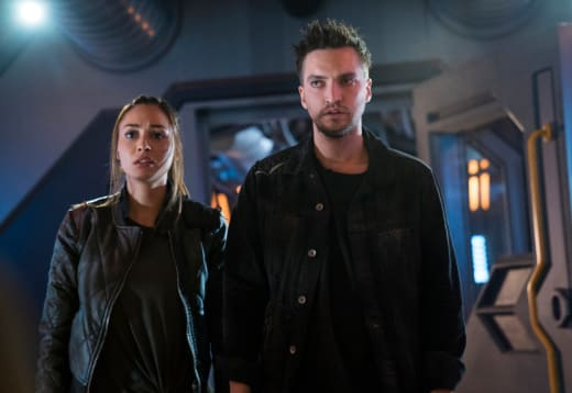 Raven and Murphy In Space Spinoff - The 100 Season 5 Episode 4