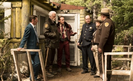 Law Enforcement Strategizes - Fargo Season 2 Episode 9