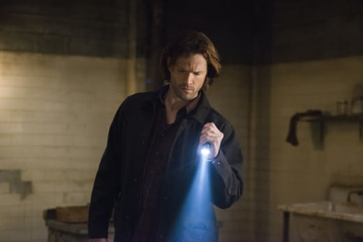 Sam looks for clues - Supernatural Season 12 Episode 18