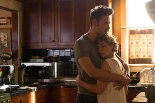 Scarlett and Gunnar hug - Nashville Season 5 Episode 5