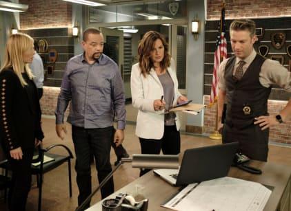 Watch Law & Order: SVU Season 19 Episode 3 Online