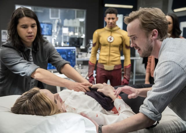 Julian's afraid - The Flash Season 3 Episode 18