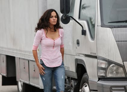 Watch Queen of the South Season 1 Episode 3 Online