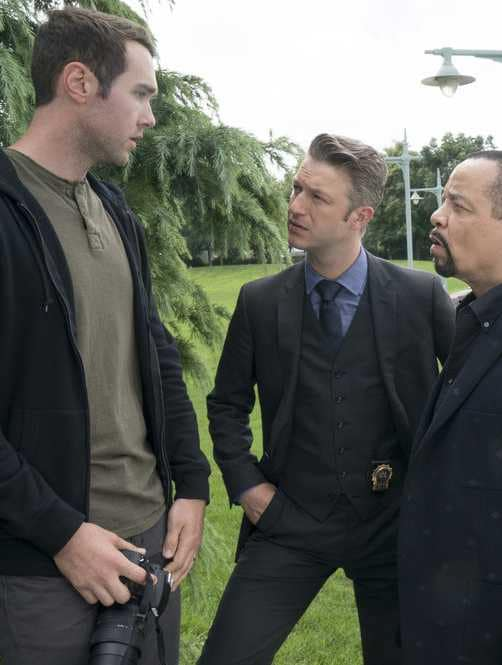 Questioning a Photographer - Law & Order: SVU Season 20 Episode 5
