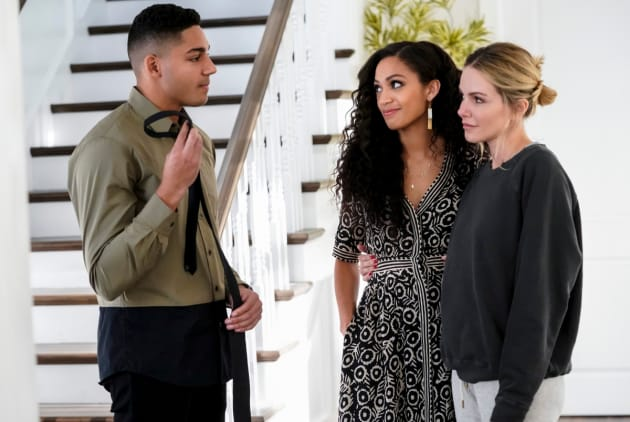 Dressed up - All American Season 1 Episode 15 - TV Fanatic