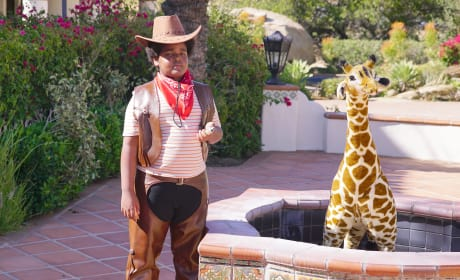 Jasper and the giraffe - The Last Man on Earth Season 4 Episode 8