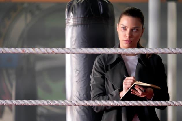 Pre-Detective Chloe - Lucifer Season 3 Episode 11