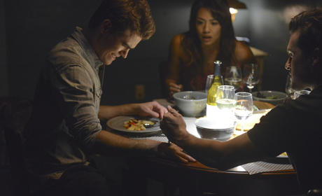 Meal Time - The Vampire Diaries Season 6 Episode 2
