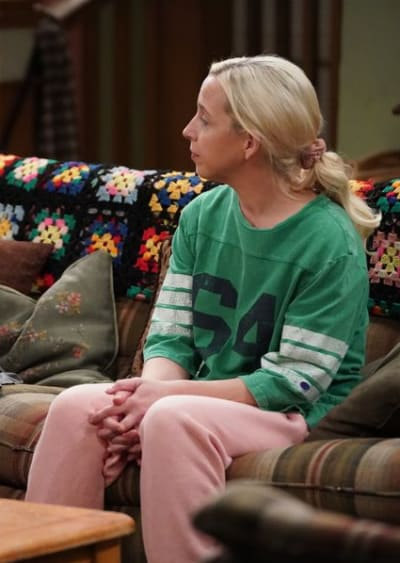 Hanging Out in Sweats - The Conners Season 3 Episode 14