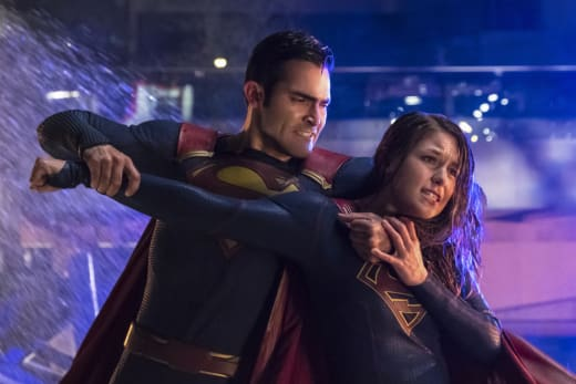 Battle with Superman - Supergirl Season 2 Episode 22