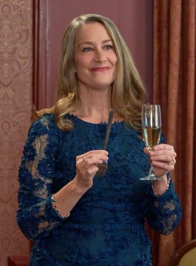 Dotty Makes a Toast - Good Witch Season 7 Episode 1