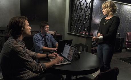 Mary got a new haircut! - Supernatural Season 12 Episode 3