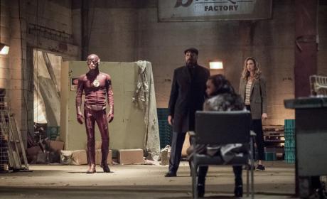 Team Flash Faceoff - The Flash Season 3 Episode 20