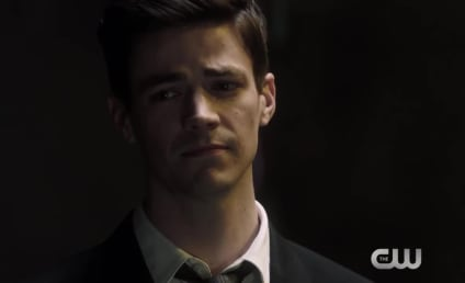 The Flash Promo: Can Barry Defeat Savitar?