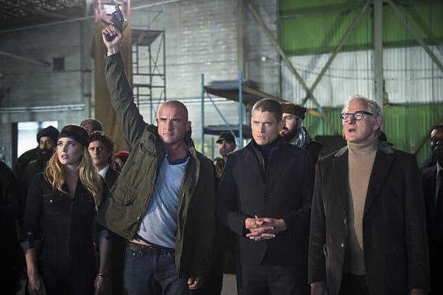 Buying! - DC's Legends of Tomorrow Season 1 Episode 2