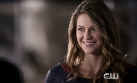 Supergirl: Heroes vs. Aliens Trailer