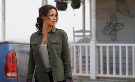 Calm Before the Storm - Emerald City Season 1 Episode 1