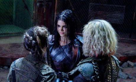 Octavia Making a New Friend - The 100 Season 5 Episode 6