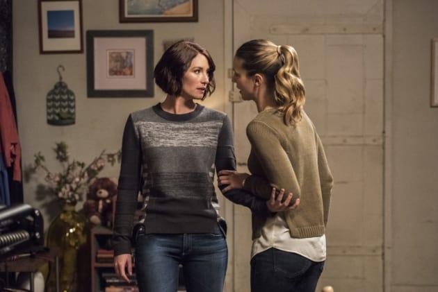 Sister Disagreement? - Supergirl Season 2 Episode 14