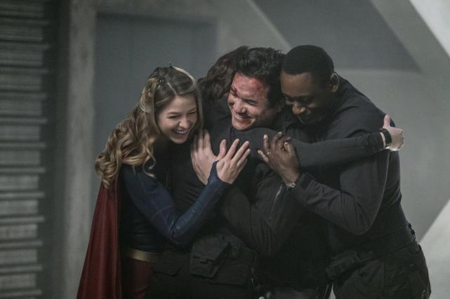 Group hug supergirl season 2 episode 14