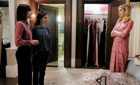 Quinn and Rachel calm Serena - UnREAL Season 3 Episode 8