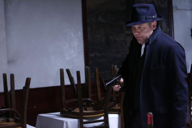 Red's got a gun - The Blacklist Season 4 Episode 15