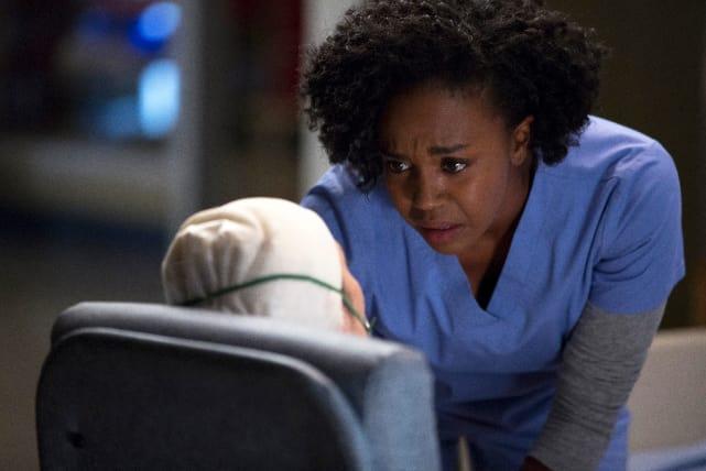 Stephanie Consoles a Patient - Grey's Anatomy Season 12 Episode 4