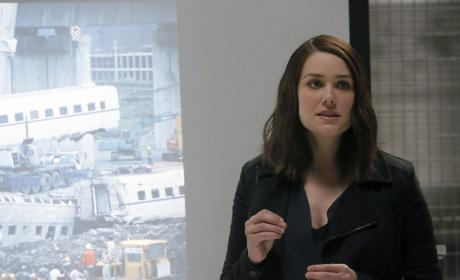 Liz uses a PowerPoint presentation - The Blacklist Season 4 Episode 6