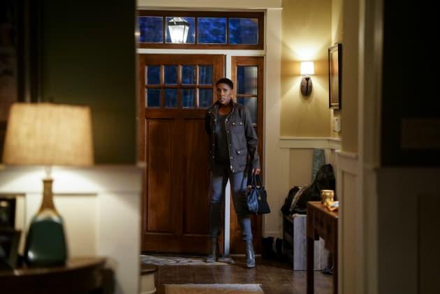 Home Discovery - Black Lightning Season 2 Episode 7