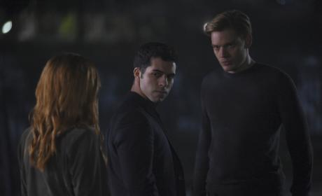 Vampire Surrounded - Shadowhunters Season 2 Episode 10