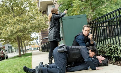 Officer Down - Chicago PD Season 4 Episode 8