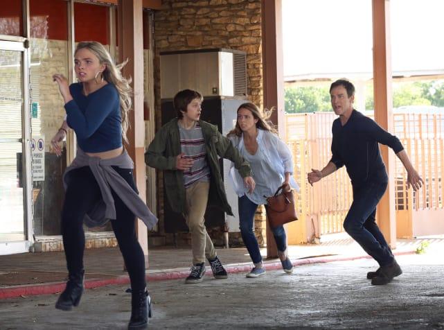 Run Struckers Run - The Gifted Season 1 Episode 1