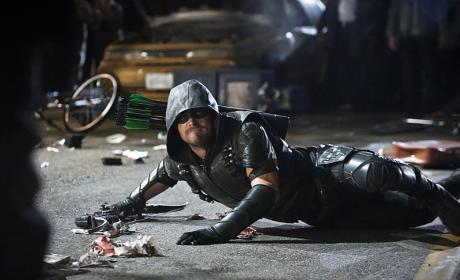 Knocked down - Arrow Season 4 Episode 23
