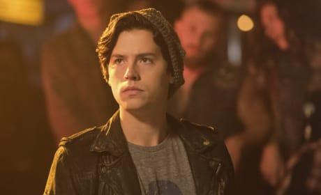 Out Of The Loop - Riverdale Season 2 Episode 5