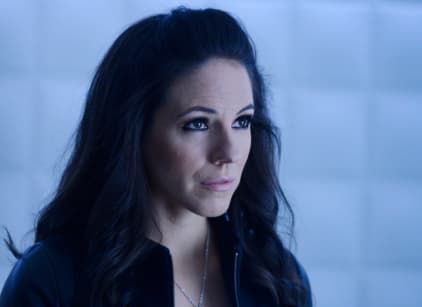 Watch Lost Girl Season 5 Episode 2 Online