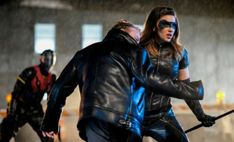 Dinah Drake Fights - Arrow Season 6 Episode 22