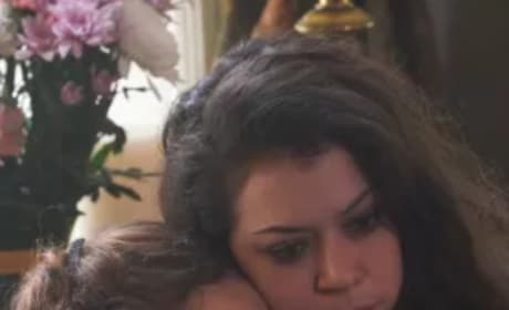 Sarah and Kira - Orphan Black Season 5 Episode 9