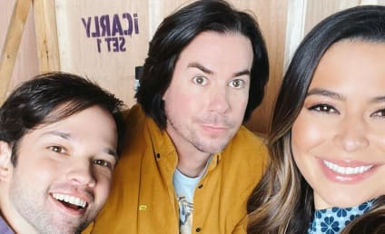 iCarly Revival First Look: Miranda Cosgrove Reunites With Co-Stars!