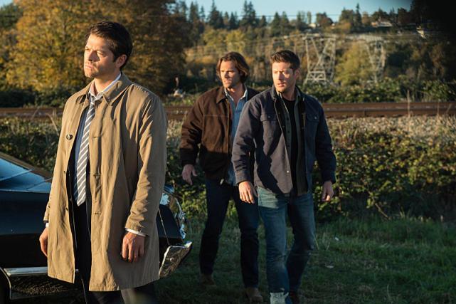 Castiel stands in the sunlight - Supernatural Season 12 Episode 8