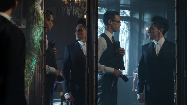 Mixed Signals - Gotham Season 3 Episode 7