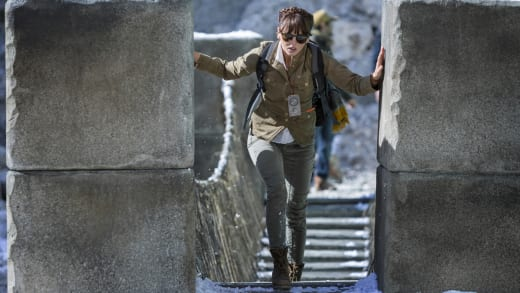 Lady Alex In Danger - Hooten and The Lady Season 1 Episode 4