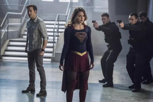 Guns Drawn - Supergirl Season 2 Episode 16